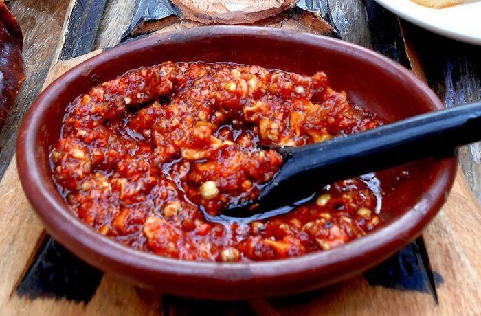 Receta de salsa de merkén y ajo chilote