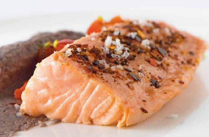 Receta de salmón confitado al merkén